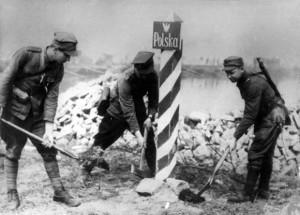 Награды Польши - Установка нового знака на Польско-Германской границе возле реки Одер в 1945 году.
