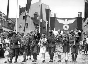 Народное гуляние в связи с присоединением Судет к Третьему рейху. 3 октября 1938 года, город Аш.