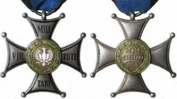 Аверс и реверс серебряного креста ордена Виртути Милитари.