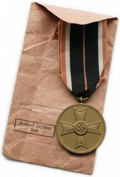 Медаль Креста военных заслуг с пакетом