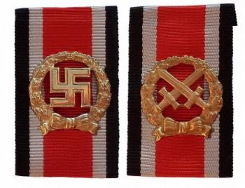 Почетная пристежка (шпанга) пехотинца. Вариант 1944 года и денацифицированный (без свастики) вариант 1957 года.
