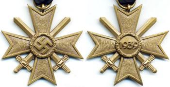 Аверс и реверс Креста За военные заслуги с мечами 2 класса.