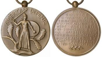 Аверс и реверс медали обороны Америки.