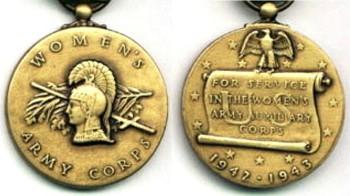 Аверс и реверс медали женского корпуса.