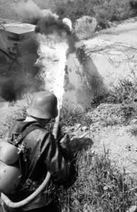 Награды Третьего рейха - Немецкий ранцевый огнемет образца 1941 года Flammenwerfer 41 (FmW 41). фото 1944 г.