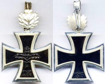 Рыцарский крест без свастики, изготовленный после закона 1957 года.