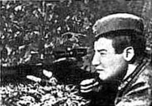 Старшина Сурков М.И. (1921-1953). Лучший советский снайпер Великой Отечественной войны, количество уничтоженных противников - 702 человека. Награжден Орденом Ленина, Орденом Красной Звезда и медалью «За отвагу».