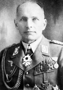 Генерал-майор Люфтваффе Вольфганг фон Гронау (Wolfgang von Gronau, 1893 - 1977) награждённый орденом Восходящего Солнца 3-го класса. В 1925 году побил мировой рекорд высоты полета на гидросамолете Не V D-937, в 1930-31 гг. дважды перелетал Атлантику, в июле 1932 года совершил облет Земного шара на гидросамолете Do-Wal (44 тыс. км). В 1939-45 г.г. - военно-воздушый атташе при Посольстве Германии в Японии.