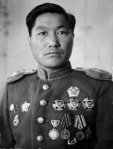 """Генерал-полковник Жамъянгийн Лхагвасурэн (1912-1982), прославленный полководец, кавалер четырёх орденов """"Боевого Красного Знамени""""."""