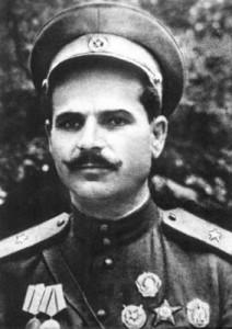 Герой Советского Союза генерал-майор Руднев С.В. (1899—1943), один из руководителей партизанского движения на Украине. Погиб 4 августа 1943 года в бою в районе г. Делятин Станиславской области (с 1962 года Ивано-Франковская обл.).